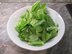 Római saláta feltépkedve