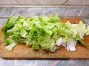 Saláta feldarabolva