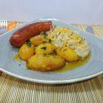 Kolbász sütése sütőben – krumplival