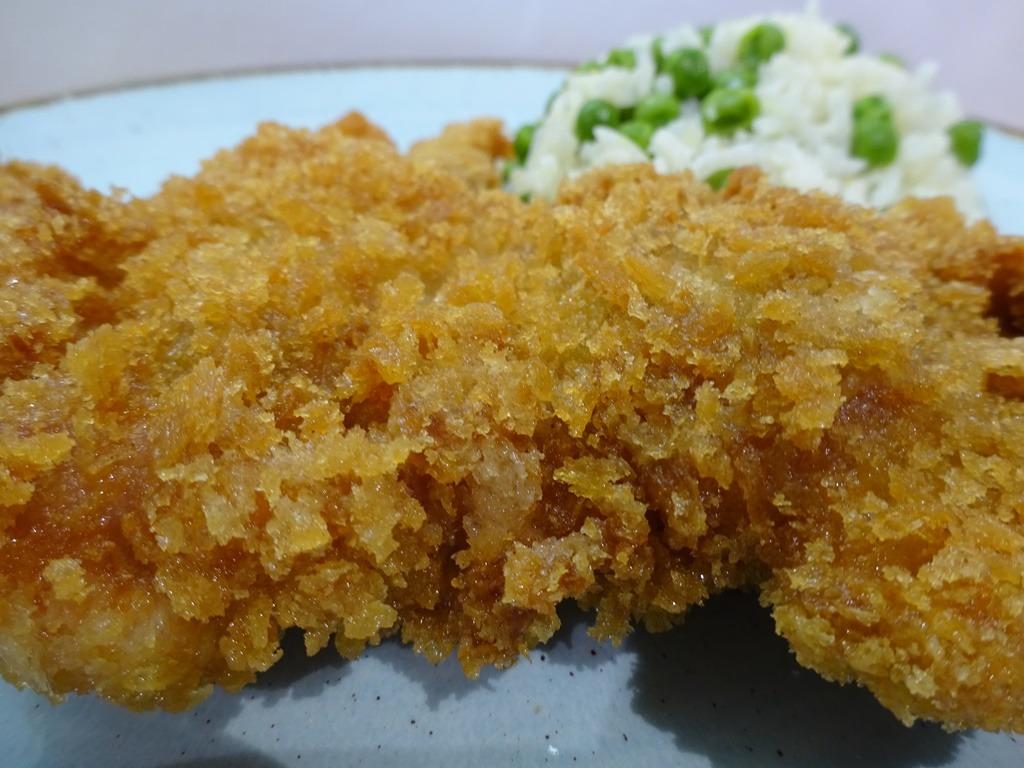 Panko morzsa csirkecomb tálalva 2