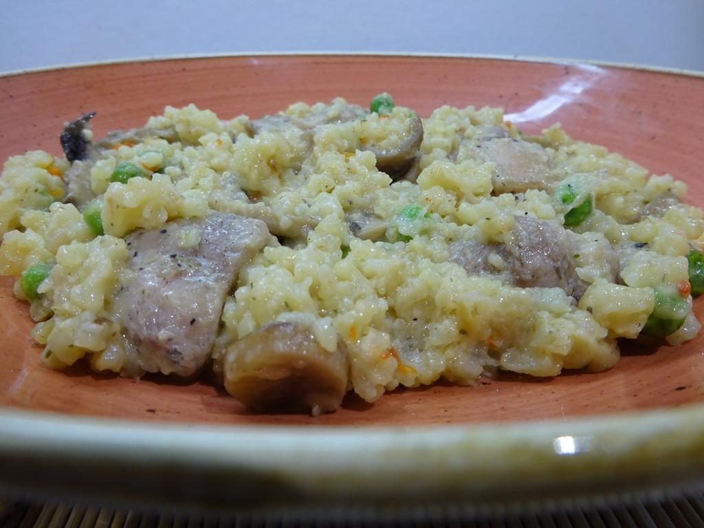 Csirkés gombás rizottó tálalva 2