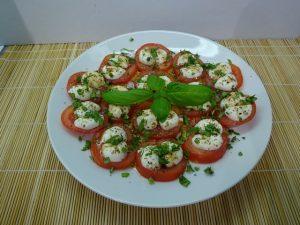 Caprese saláta tálalva 1