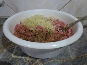 Darált hús fűszerezése